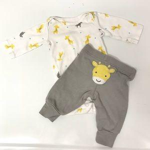 Cute Carter's Giraffe Newborn Set